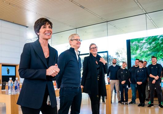 Розничной торговлей и кадрам Apple будет руководить Дейдра О'Брайен