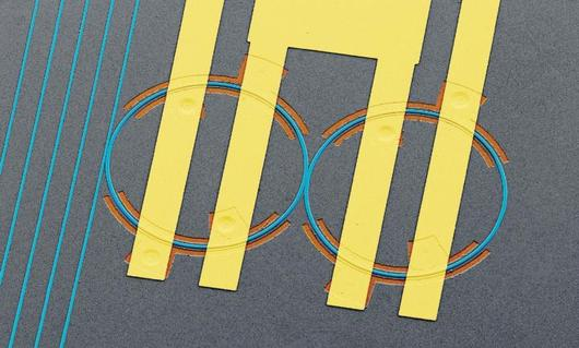Экспериментальный чип преодолел разрыв между светом и электричеством