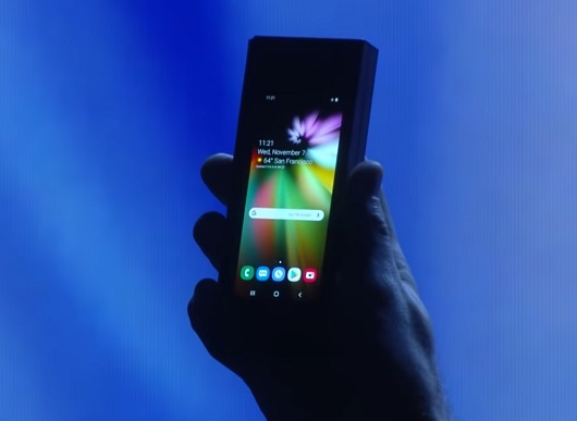 Samsung продемонстрировала смартфон с гибким экраном
