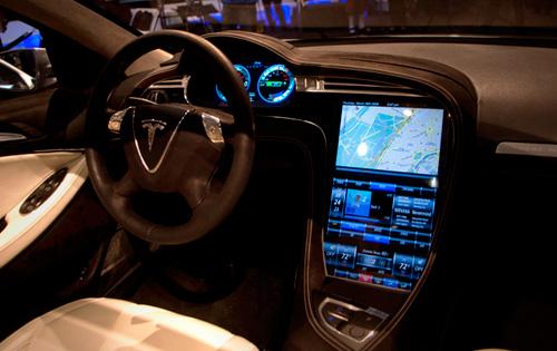 Электромобиль Tesla Model S работает на Linux