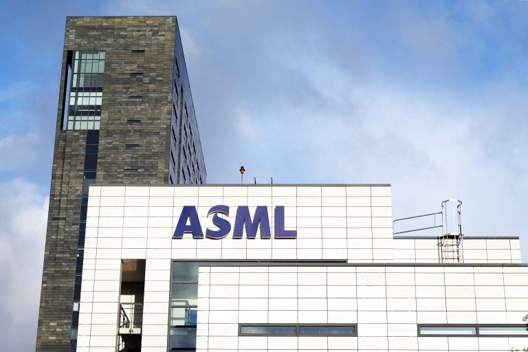 Производитель фотолитографического оборудования ASML выручил в минувшем квартале 2,23 млрд евро
