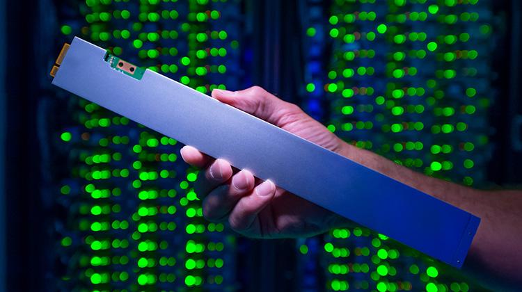 «Линейный» SSD Intel DC P4500 объемом 32 ТБ позволит сэкономить место и энергию в ЦОД