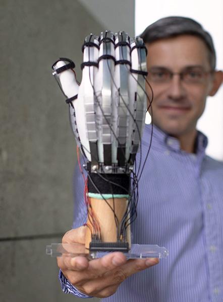 Сверхлегкая перчатка позволяет трогать виртуальные объекты