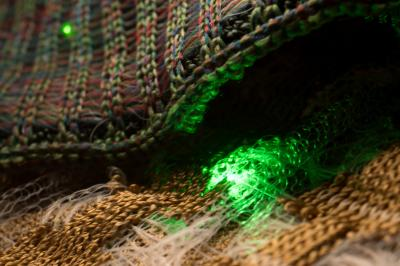 Создано оптоэлектронное волокно для умного текстиля