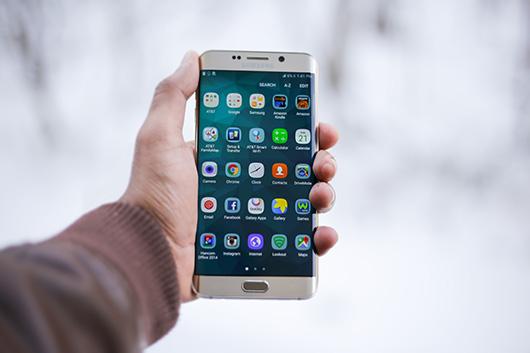 Количество телефонов наруках упользователей доходит 4 млрд штук